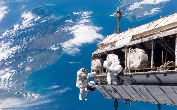 Außenarbeiten - von STS-116 Shuttle Crew, NASA ©STS-116 Shuttle Crew, NASA