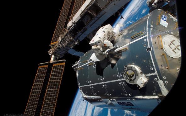Das Columbus-Modul - von STS-122 Crew, Expedition 16 Crew, ESA, NASA ©STS-122 Crew, Expedition 16 Crew, ESA, NASA