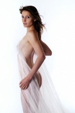 Bild: Akt mit Tuch – von: sinnlichefotos ©sinnlichefotos