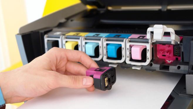 Druckerpatronen, aber bitte gut und günstig! Mit Druckertinte verdienen die Hersteller ordentlich Geld. COMPUTER BILD verrät, wie Sie den einen oder anderen Euro sparen können.©istock.com/by_nicholas