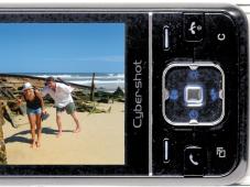 Sony Ericsson C903 Ist die Kamera aktiv, lassen sich Funktionen wie Blitz oder Belichtung auch mit der 5-Wege-Steuertaste auswählen.