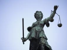 Spektakuläres Urteil gegen Abzock-Anwälte Das Amtsgericht Karlsruhe entschied klar im Interesse der Verbraucher.©GaToR-GFX - Fotolia.com