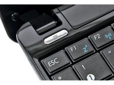 Asus Eee PC 1101HA – Maxi-Netbook mit guter Ausstattung Praktisch: Das Multi-Touchpad lässt sich per Schalter ein- und ausschalten. So verhindert man ungewollte Bewegungen des Mauszeigers beim Schreiben.
