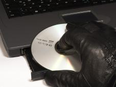 Frankreich: Umstrittenes Filesharing-Gesetz in Kraft Frankreich 2010: Umstrittenes Gesetz gegen Raubkopierer tritt in Kraft.©Kellermeister / aboutpixel.de