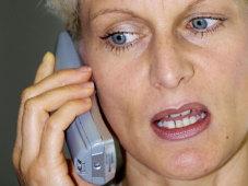 Frau am Telefon©Bernd Boscolo/pixelio.de