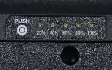 """Samsung R40-T2250 Masuo Praktisch: Per Druck auf die Taste """"Push"""" können Sie blitzschnell feststellen, wie viel """"Saft"""" noch im Akku steckt – selbst dann, wenn das Notebook ausgeschaltet ist."""