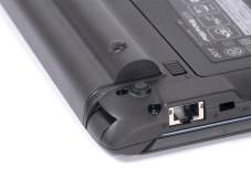 Netbook Acer Aspire One 532h-2D Hinten bockt der große Akku das Netbook auf.
