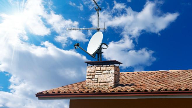 Sat-Antenne ausrichten ©Artalis - Fotolia
