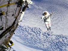 Astronaut beim Außenspaziergang©NASA