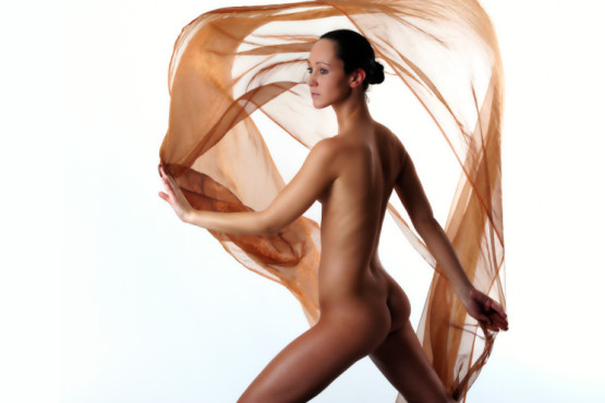 Bild: Akt mit Tuch – von: sinnlichefotos ©Bild: Akt mit Tuch – von: sinnlichefotos