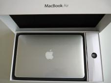 MacBook AIr©Apple