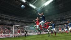 Fußballspiel PES 2012: Flanke©Konami
