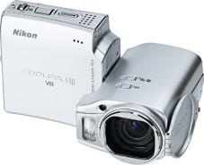 """Die """"Nikon Coolpix S10"""" besteht aus zwei Teilen, die sich gegeneinander verdrehen lassen."""