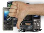 Gesenkter Dauen vor Smartphones©Montage: COMPUTER BILD