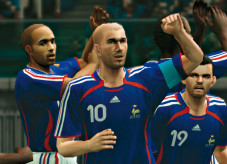 Pro Evolution Soccer 6: Auch der Jubel mit den Mannschaftskollegen ist realistisch umgesetzt.