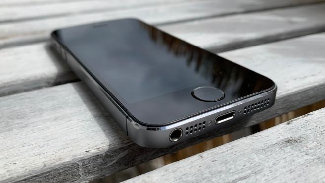 iPhone 5S: Klinge und Lightning©COMPUTER BILD