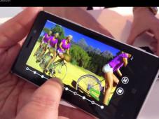Nokia Lumia 925: Test des Windows-Phone-8-Top-Modells Die vorinstallierte  Smart Cam-App schießt fünf Serienfotos in Folge – so kann man nachträglich den besten Gesichtsausdruck bei Gruppenfotos wählen oder mehrere Bewegungsschritte aus der Serie auf einem Bild vereinen.  (Quicktime-Video, englisch)©COMPUTER BILD