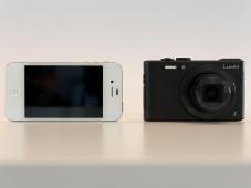 Panasonic Lumix DMC-LF1 und Smartphone©COMPUTER BILD