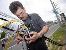 Telekom-Techniker verlegt VDSL-Kabel©Deutsche Telekom