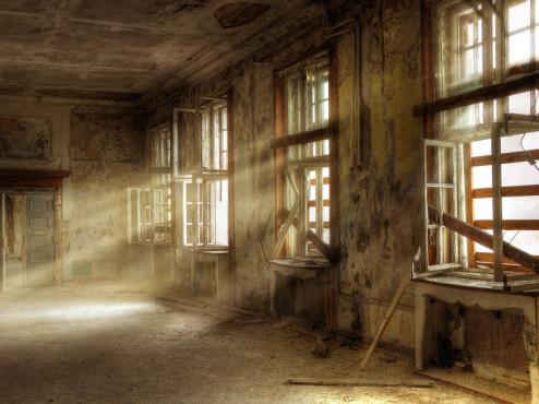 Licht scheint durch ein Fenster ©Grischa Georgiew - Fotolia.com