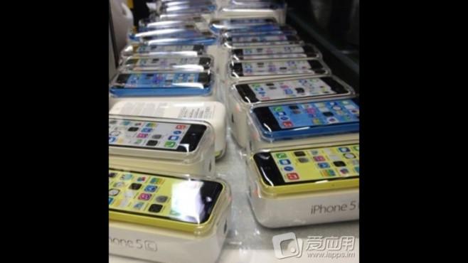 "Verpacktes ""Billig-iPhone"" 5C ©Sina Weibo"
