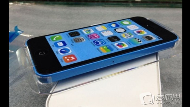 iPhone 5C: Wallpaper und Schale ©Sina Weibo