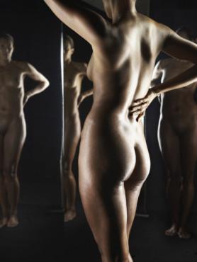 Aktfoto vor Spiegel ©Getty