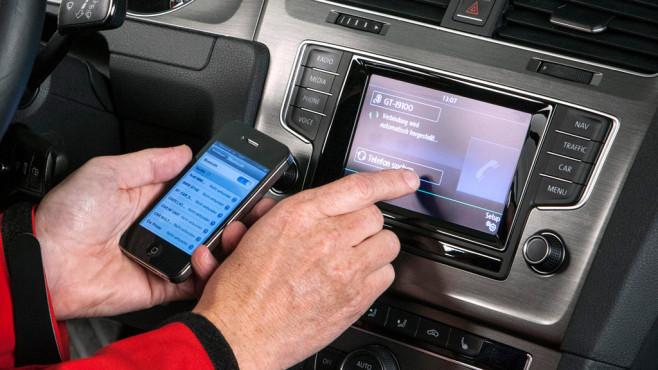 VW Autoradio Composition Media ©Horst Piezug / AUTO BILD