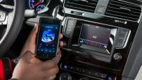 VW Autoradio Composition Touch©Horst Piezug / AUTO BILD