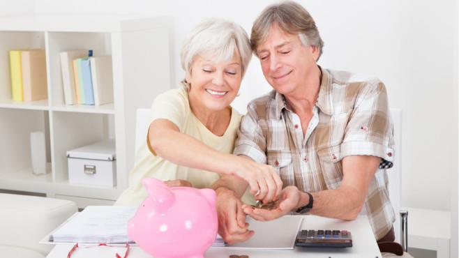Älteres Paar zählt Münzen©apops - Fotolia