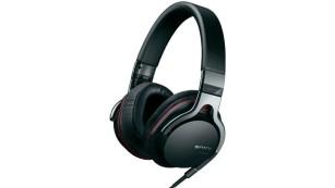 Sony MDR-1RNC im Test Der Sony MDR-1RNC ist an typischen Smartphones laut genug. Einen Adapterstecker für große Kopfhörerbuchsen an HiFi-Anlagen liefert Sony nicht mit.©Sony
