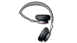 Jabra Revo Wireless im Test Dank Klapp-Mechanismus lässt sich der Bluetooth-Kopfhörer platzsparend zusammenfalten.©Jabra