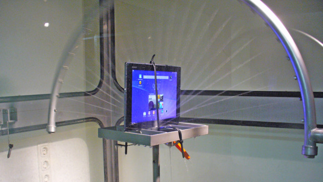 Sony Xperia Tablet Z2 im Spritzwassertest©COMPUTER BILD