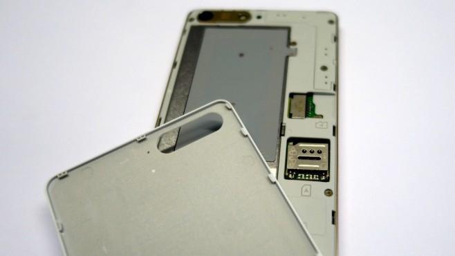 Akkudeckel des Huawei Ascend P7 mini©COMPUTER BILD