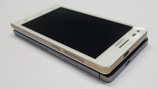 Huawei Ascend P7 mini auf dem P6, liegend©COMPUTER BILD