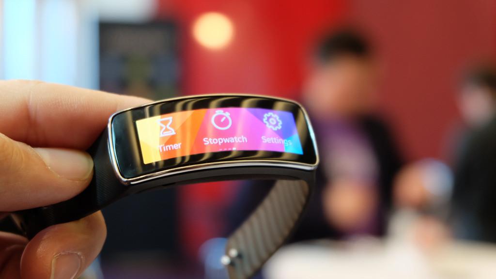 Samsung Gear Fit Test Des Fitness Armbands Computer Bild