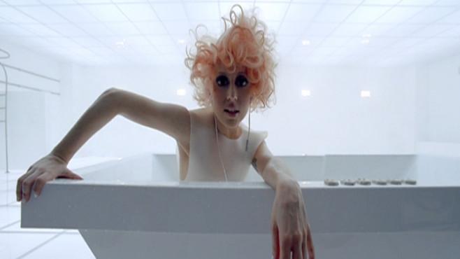 """Ausschnitt aus dem Musikvideo """"Bad Romance"""" von Lady Gaga ©Interscope Records"""