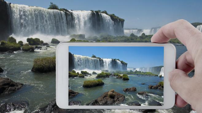 Die besten Kamera-Tricks: So tolle Fotos machen Samsung Galaxy & Co. Gute Fotos gibt es nur mit der Spiegelreflex? Falsch! COMPUTER BILD zeigt Ihnen, wie Sie tolle Bilder mit Ihrem Handy machen.©Fabio Lotti - Fotolia.com