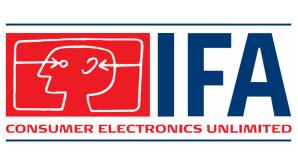 IFA 2014: Mega-Fernseher und vernetzte Waschmaschinen Riesig: Die COMPUTER BILD-Reporter Christian Blum und Martin Gardt vor Samsungs 105-Zoll-Fernseher auf der IFA Preview.©COMPUTER BILD