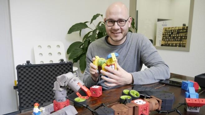 Matthias Bürger mit TinkerBots ©COMPUTER BILD