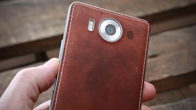 Lumia 950 mit Mozo-Cover©COMPUTER BILD