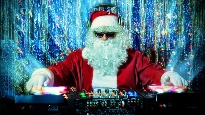 Weihnachtsmann am DJ-Pult©Andrey Kiselev, Fotolia.com