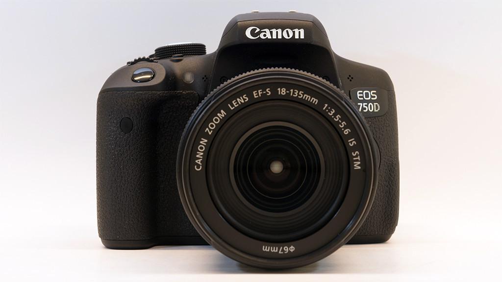 Canon EOS 750D mit EF-S 18-135mm 1:3,5-5,6 IS STM©COMPUTER BILD