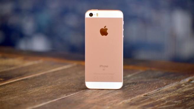 Apple iPhone SE in Roségold©Dierk Kruse, Bild.de