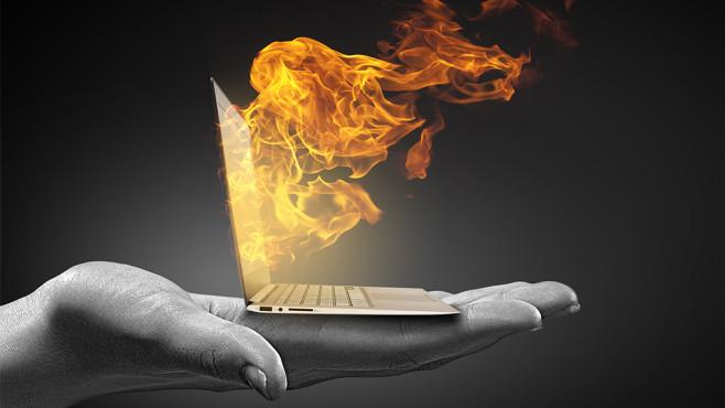 Laptop wird heiß©Sergey Nivens – Fotolia.com