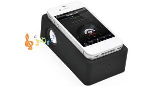 Die coolsten Bluetooth-Gadgets für das Smartphone Der Induktionslautsprecher von iProtect ist drahtloses Ladegerät und Bluetooth-Lautsprecher in einem.©iProtect