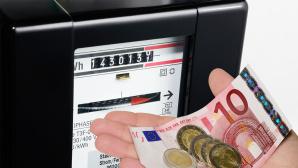 Stromanbieter wechseln und Geld sparen©SZ-Designs � Fotolia.com