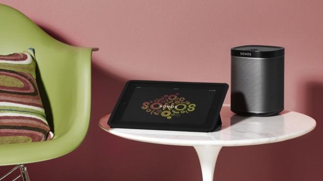 Erster Test: WLAN-Lautsprecher Sonos Play:1 Der kleine WLAN-Lautsprecher Sonos Play:1 wird per App gesteuert.©Sonos