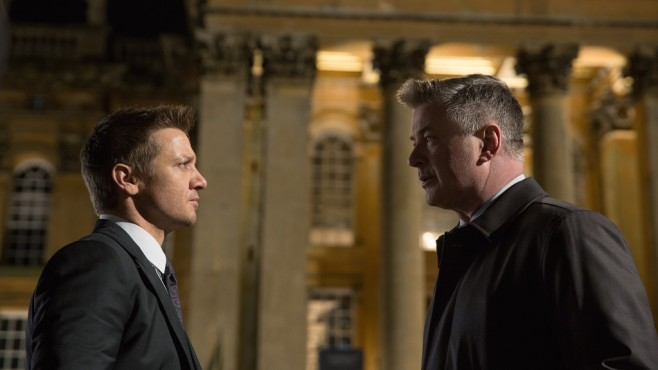 Mission: Impossible - Rogue Nation: Jeremy Renner, Alec Baldwin ©Paramount Pictures