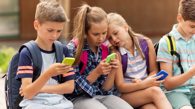 Smartphone-Tarife für Kinder©iStock.com/dolgachov